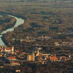 Die historische Altstadt von Ingolstadt und die Donau.