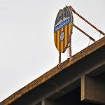 Valencia - Estadio Mestalla, Heimat des FC Valencia. Das Stadion steht Mitten in der Stadt und ist sehr Renovierungsbedürftig. Außerhalb der Stadt wurde der Bau des neuen Stadions wegen Geldmangel unterbrochen.