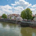 Auf der Elisenbrücke spielte der Fanfarenzug zu den Duellen auf der Donau