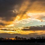 """Grandioser Himmel beim Sonnenuntergang...mein Standpunkt ist übrigens """"zwischen den Bahnen"""" auf Höhe der OMV Tankstelle (Osten)"""