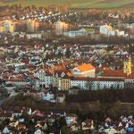 Anflug auf Neuburg. Zu sehen das Schloß, Karskirche und Insel mit Donaubrücke.
