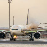 De-Icing Boeing 777-312ER - Singapore Airlines (9V-SWH)
