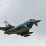 """Der Eurofighter vom Jagdbombergeschwader 31 """"Boelcke"""" mit Sonderbemalung """"Hand in Hand"""""""