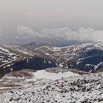 Cairn Gorm - Blick auf die Mondlandschaft der Crampain Mountains