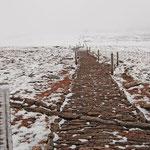 Weg zum Gipfel des Cairn Gorm, oben fegte ein Schneesturm und das Mitte Mai