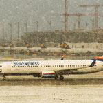 Ganz schnell weg hier... (Boeing 737-8BK / Sun Express / TC-SNM)