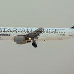 Airbus A320-211 erleuchtet den trüben Abendhimmel (Lufthansa - Star Alliance / D-AIPD)
