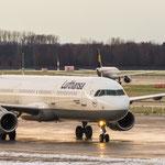 Mächtig was los am späten Nachmittag: Airbus A321-231 (Lufthansa / D-AISR) - in der Galerie oben (Bild 8) noch im Landanflug, jetzt schon wieder auf dem Weg...