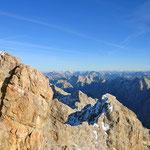 Panoramablick mit Gipfelkreuz