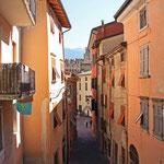 Das typische Bild - Enge gemütliche Gassen in Riva del Garda