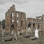 Elgin Cathedral. Nordöstlich der Stadt tötete im Jahre 1040 Macbeth den schottischen König Duncan I.