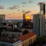 Die moderne Skyline bei Sonnenaufgang