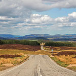 Endlose Weiten...Straße durch die Highlands.