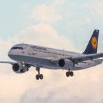 Lufthansa Airbus A320-211 (D-AIPA) im Landeanflug