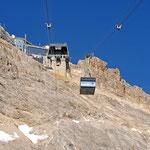 Fahrt mit der Gletscherbahn vom Zugspitzplatt zum Gipfel