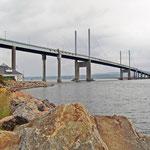 Die Kessock Bridge über den Moray Firth in Inverness.