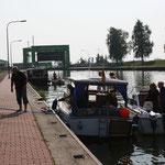 vor dem Schiffshebewerk Rothensee