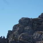 Vom Ende des Bandes (links) geht es über den südlichen Grat auf das Große Hinterhorn. Foto: Dr. Birgit Esslinger