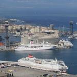 Blick über den Hafen auf den Stadtteil Barceloneta direkt am Meer, in dem ich gewohnt habe.