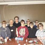 Das Team: Malte, Dr. Bauer, Lukas, Dennis, Sophie, Jonas, Kirsten und Simon (alles Schüler der Klasse G8b, Aufzählung von links nach rechts).