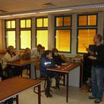 Zuerst gab es Erläuterungen zum Chemieunterricht an der Kopernikusschule.