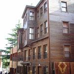 Eines der typischen historischen Holzhäuser von Istanbul.