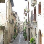 Eine Gasse in der Altstadt von Ainsa.