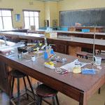 Vorbereitungen für einen Fortbildungsnachmittag (Workshop) mit den Chemiekollegen zum Thema Microscale-Experimentiertechnik.