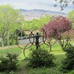 Eine Erinnerung an die olympischen Sommerspiele 1992 im Park nahe der Spielstätten.