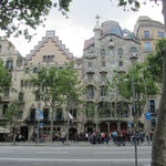 Der berühmte Architekt Antoni Gaudi ist in Barcelona sehr präsent. Hier das Casa Batllo, Passeig Gracia.