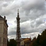 Nanu, der Eiffelturm? Hat man dem Pariser Wahrzeichen die Spitze abgesägt und sie in Lyon aufgestellt? Fast scheint es so, aber zur Beruhigung: nein, Lyon hat seinen eigenen Funkturm am Montée Nicolas de Lange