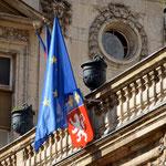 Symbolik II Staatsmacht ist drin, wo Staatsmacht dran steht. Rathaus Lyon.