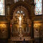 """Notre Dame der andere und französische Name für """"Maria"""". Apsis"""