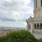 Weiter Blick: Hier oben war die eigentliche Stadtgründung, das Forum der römischen Siedlung. Blick über Frankreichs zweitgrößte Stadt, Lyon.