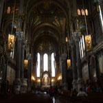 Feierliche Stille kommt kaum auf, wenn tausende Touristen das Gebäude okkupieren. Kirchenschiff.