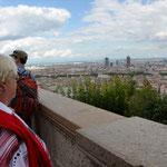 Überblick und Ähnlichkeit Architektonisch erklärbar: von oben sehen viele alte europäische Städte ähnlich aus: Berlin, Prag, Wien, Paris ... Stadtkern von Lyon