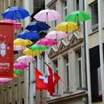 Schweizer Europäischer Rettungsschirm Na bitte, wie sich das kleine Fritzchen Europa, die Schweiz, das Geld und vor allen Klüngel samt Politik vorstellt, genau so ist es. Die Schweiz als Hoheitszeichen über europäischen Rettungsschirmen. Aha.
