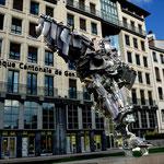 Moderne Kunst ... ... scheint ja manchmal nur dafür da zu sein, um die Optik zu stören. Am Place de la Comédie.