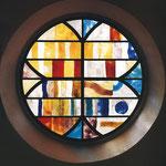 Kirchenfenster, 1966, Reformierte Kirche Laufen, Farbiges Muranoglas Schmelztechnik hergestellt bei Salviati & Cie Murano, Venezia