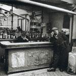 Chez Victor, bistrot guinguette, impasse Compans à Belleville, Paris, 1955