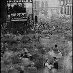 La gare Saint-Lazare à l'heure de pointe, Paris, 1959