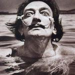 Dali dans l'eau. Cadaguès, Espagne, 1953