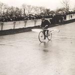 Second concours d'avions à pédales au vélodrome du Parc des Princes, Paris, 24 novembre 1912