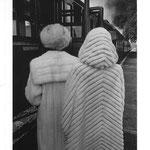 Deux femmes regardant le train passer, 1978