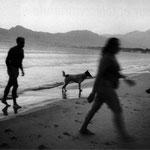 Corse, plage de Calvi à l'aube, après une nuit de -Boeuf- pendant un festival de jazz, juin 1994