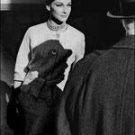 Photo de mode dans la rue pour Harper's Bazaar, New-York, 1961