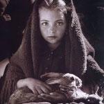 La petite fille au lapin. Nazaré, Portugal, 1954