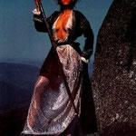 Febbraio - Monika Kassner è Moscho Tzavella, che ha combattuto gli invasori Turchi per l' indipendenza del suo villaggio greco