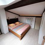 Studio Schlafzimmer mit Doppelbett
