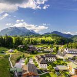 Blick v. Hanauerstein, Schönau - Unterstein mit dem Rathaus --> Hintergrund Berchtesgaden und der Untersberg